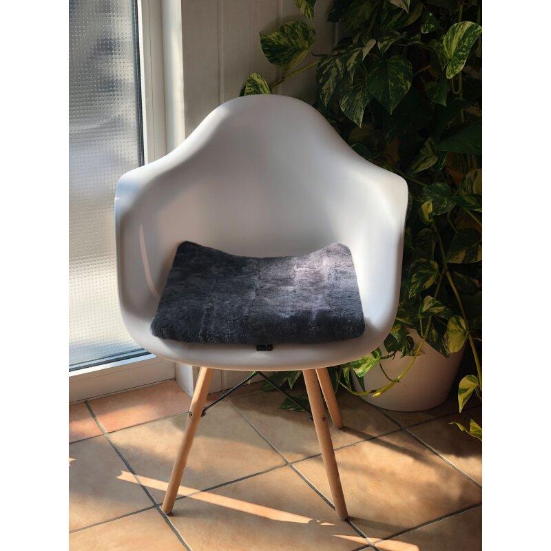 fellsitzkissen 40x40cm sitzauflage aus fell f r st hle und b nke. Black Bedroom Furniture Sets. Home Design Ideas