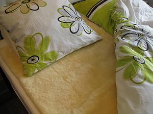 Bettauflage aus Lammfell